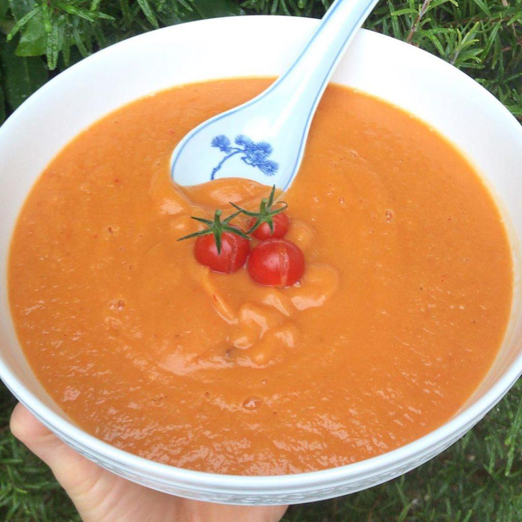 Bild zu Süßkartoffel-Gartentomaten-Suppe - Rezept